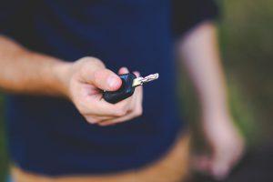 המדריך המלא להורים: איך לרכוש ביטוח משתלם לנהג חדש?