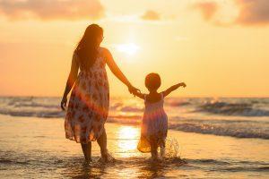 כמו אמא: החנויות שמציעות מוצרי אופנה דומים לאם ולבתה