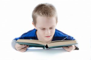 שלום כיתה א': עצבו פינת עבודה לילד בעצמכם!