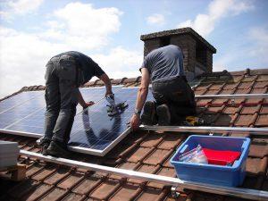 הגג שלכם שווה כסף: לוחות סולאריים הם ההשקעה הבאה של הורים צעירים