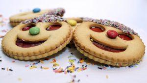 אופים עוגיות עם הילדים: רעיונות יצירתיים לזמן איכות במטבח
